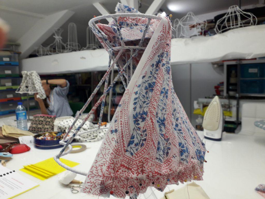 """Fabrication en cours d'un abat-jour plissé style """"Barnony"""""""
